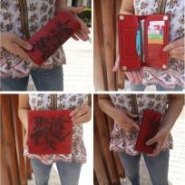 Кошелек красного цвета с гравировкой Цветы