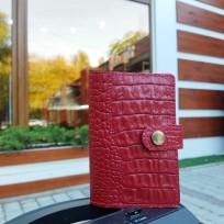 Обложка на паспорт красная под каймана