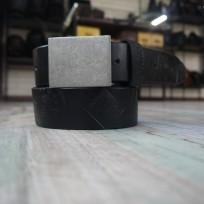 Ремень черный с тиснением квадрат и денежная монета 40 мм